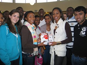 Sanya Richards with track team